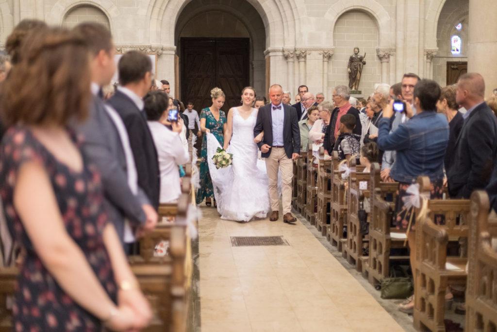 Photo entrée de mariée église Bouvron