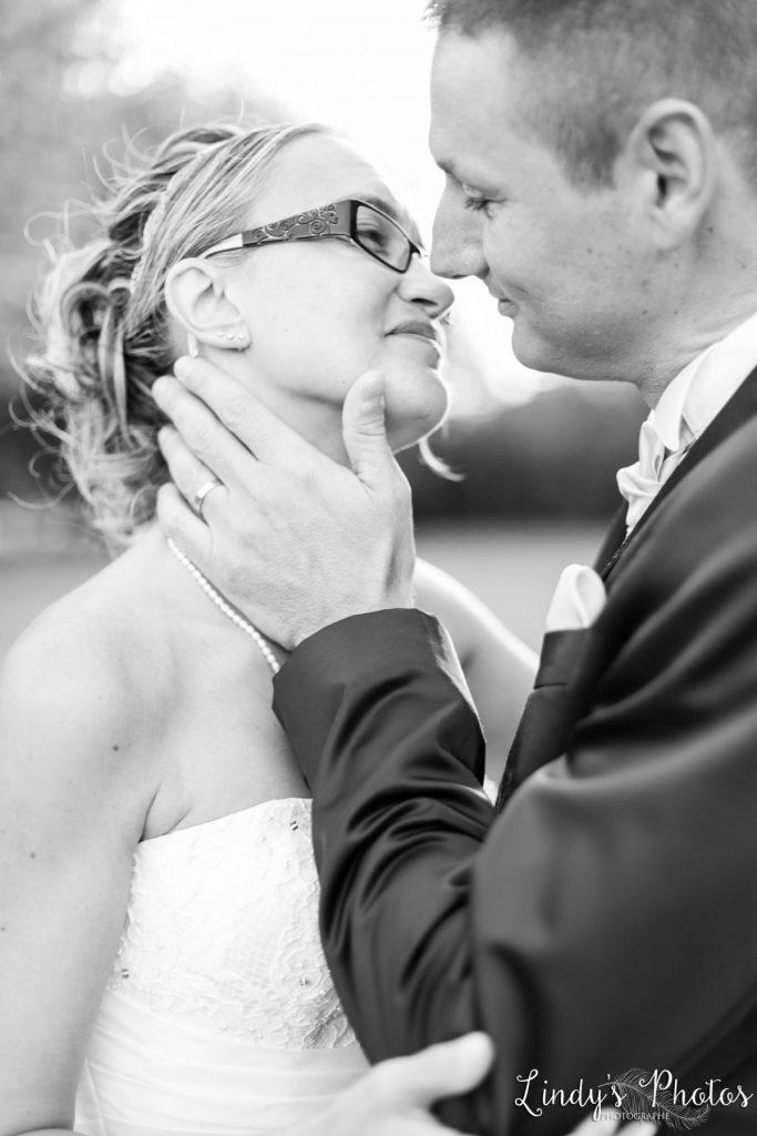 Photos de couple mariage dans un parc à Nantes