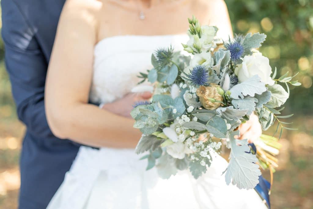 Photo de bouquet de mariée thème bleu et blanc