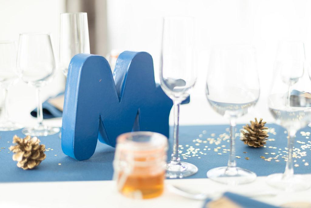 Photo de décoration mariage bleu et doré